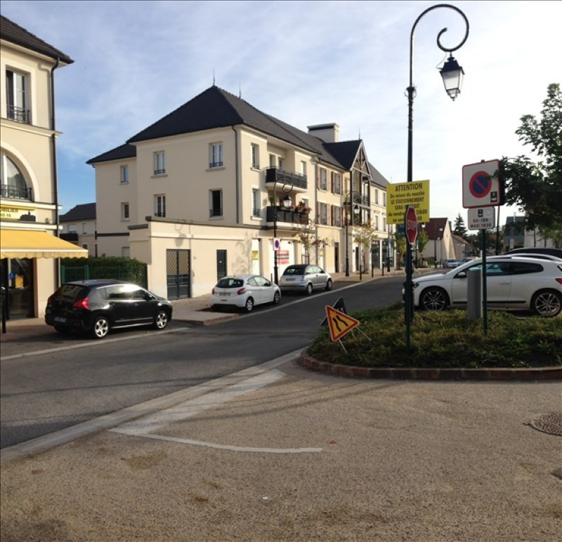 Location local commercial Magny le hongre 2 050€ HT/HC - Photo 1