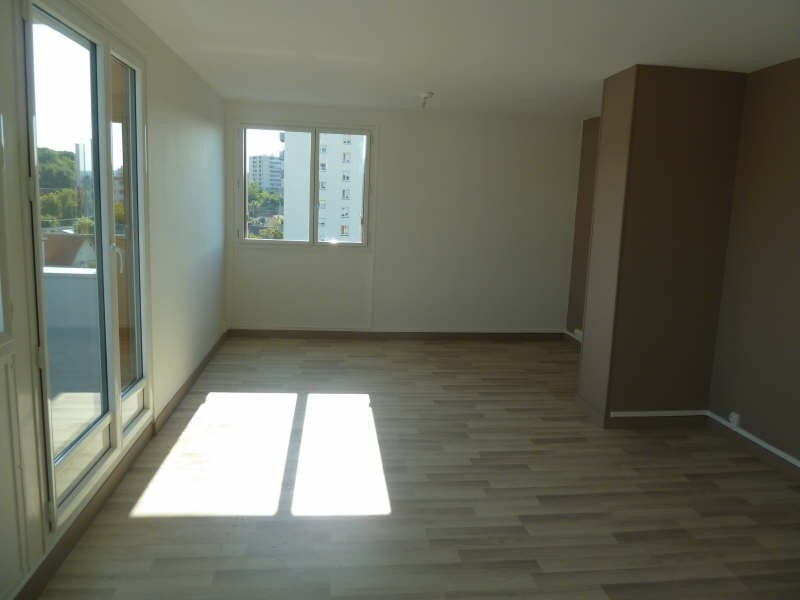 Rental apartment Poissy 984€ CC - Picture 2