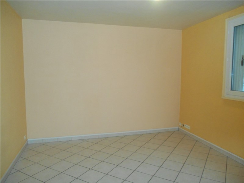 Location appartement Saint andre les vergers 436€ CC - Photo 3