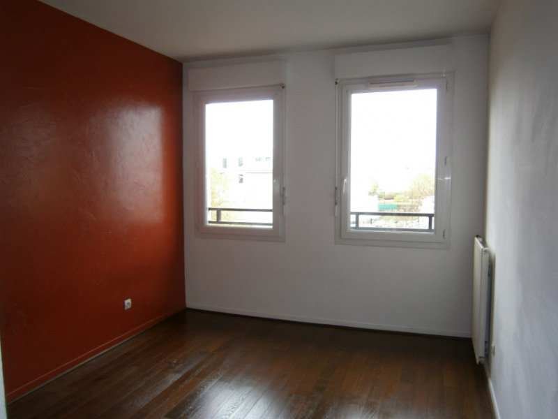 Rental apartment Guyancourt 1 030€ CC - Picture 6