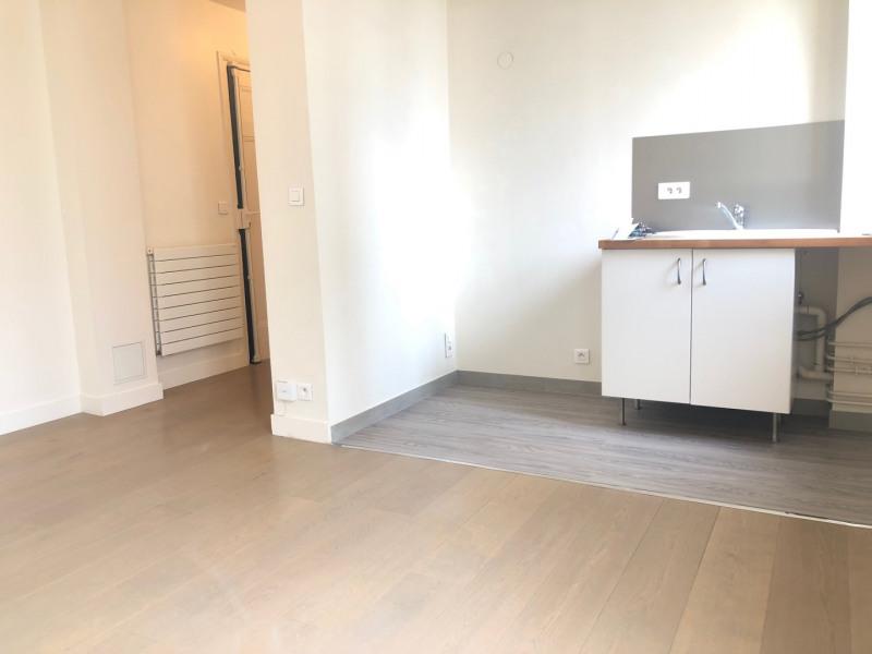 Location appartement Paris 15ème 1470,51€ CC - Photo 2