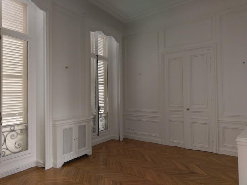 Location appartement Paris 7ème 11100€ CC - Photo 3