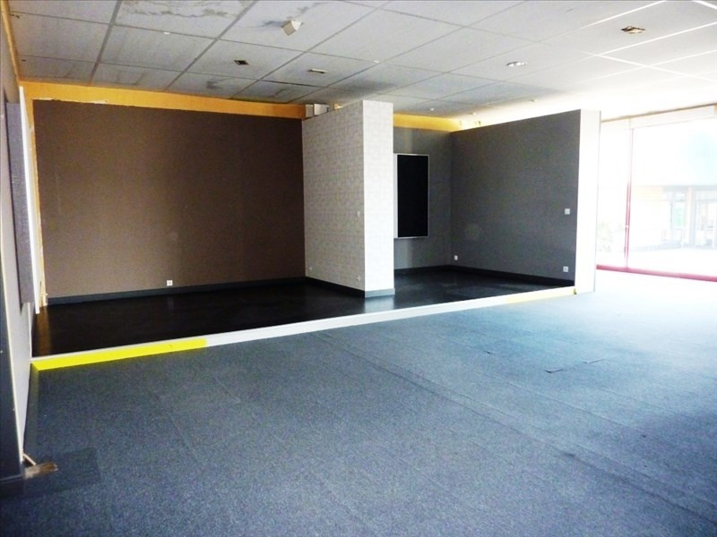 Location local commercial Fougeres 1778€ HT/HC - Photo 4