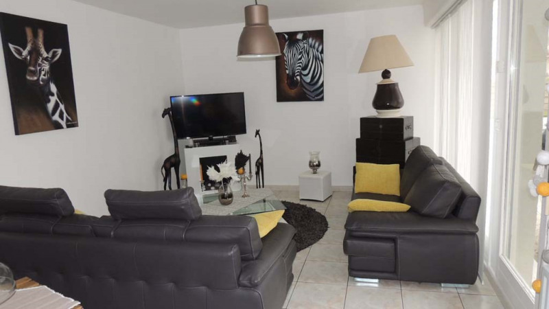 Rental apartment Royan 710€ CC - Picture 1