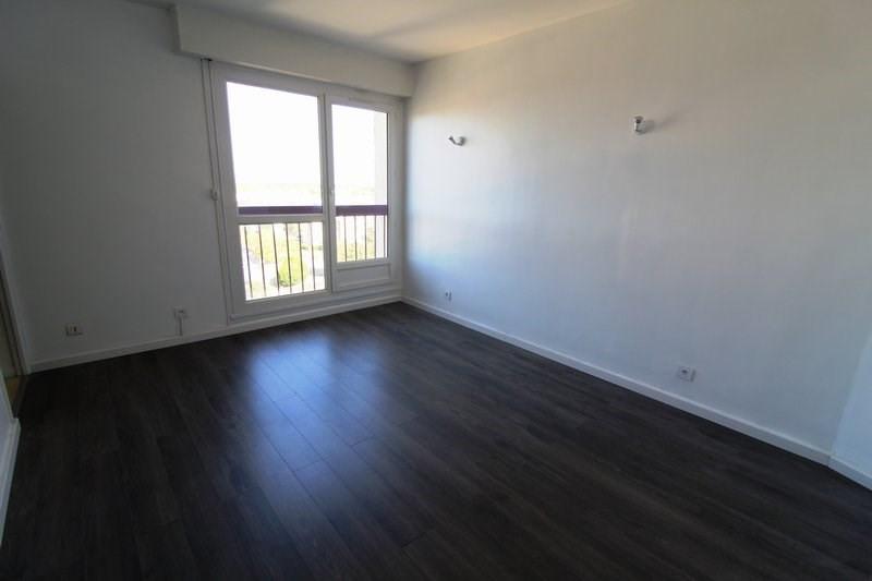 Rental apartment Maurepas 675€ CC - Picture 1