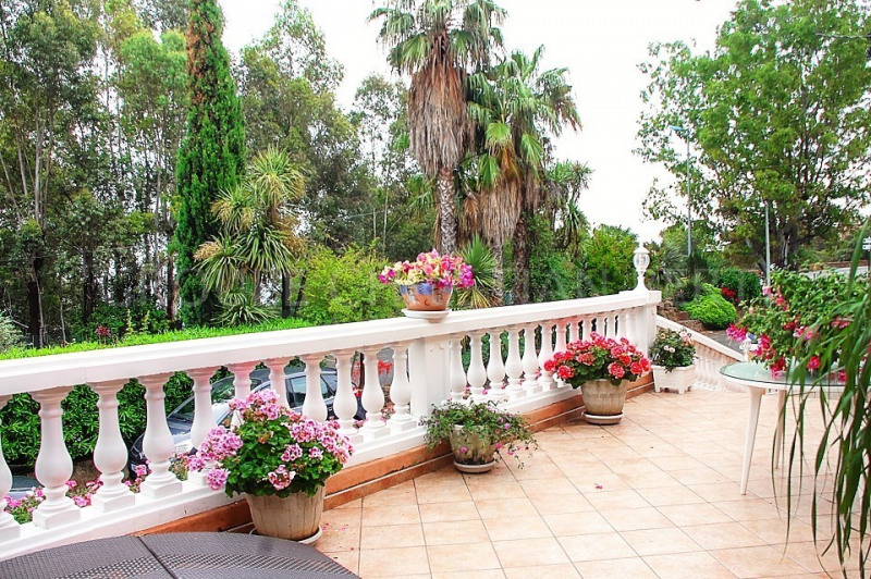 A FEW MINUTES FROM THE SEA, BEAUTIFUL RENOVATED MODERN VILLA IN EXCELLENT CONDITION
