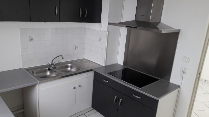 Rental apartment St denis camelias 1 050€ CC - Picture 6
