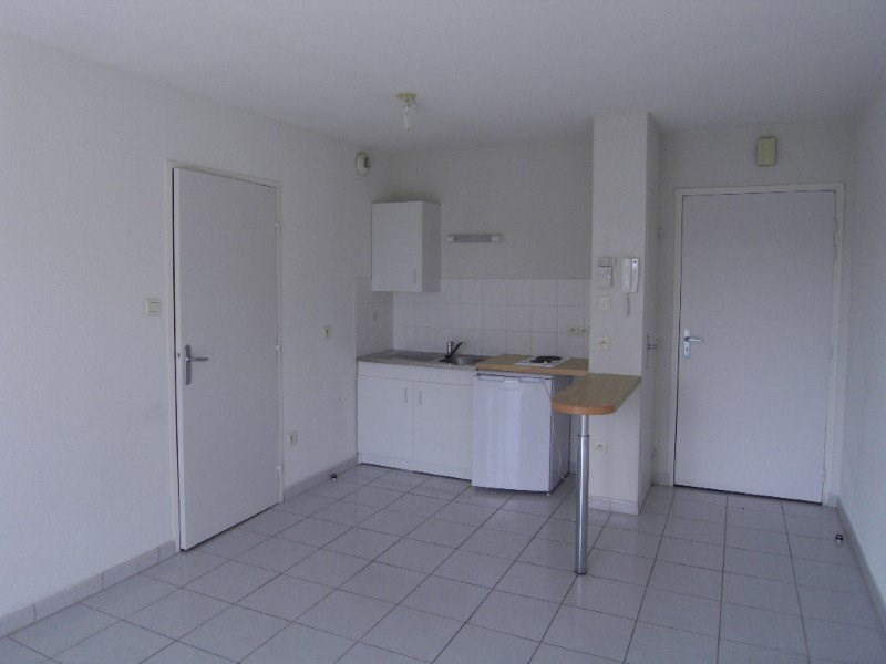 Rental apartment Cognac 383€ CC - Picture 1
