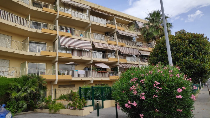 Rental apartment Saint laurent du var 650€ CC - Picture 3