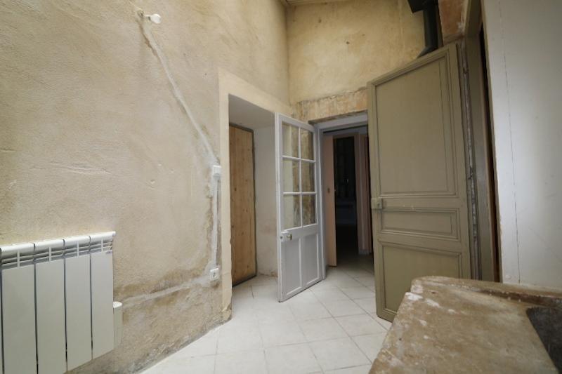 Sale apartment Arles 180000€ - Picture 3