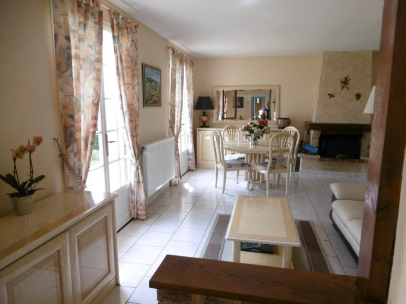 Sale house / villa Yvre l eveque 215250€ - Picture 4