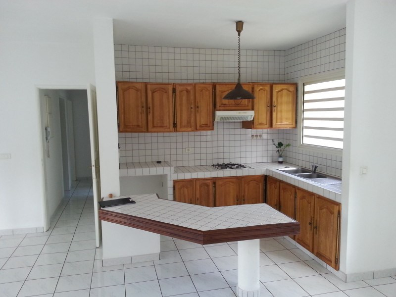 Location maison / villa Les trois mares 900€ +CH - Photo 2