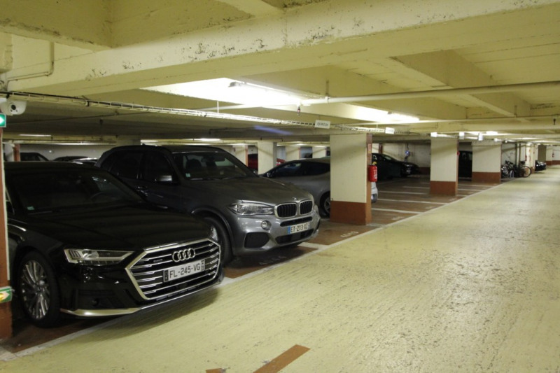 Rental parking spaces Neuilly sur seine 150€ CC - Picture 1