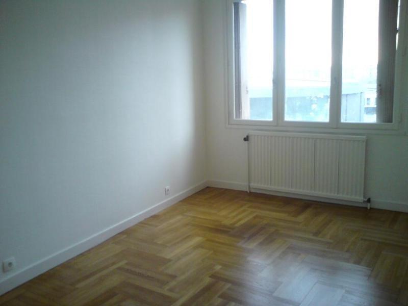 Rental apartment Lyon 8ème 795€ CC - Picture 7