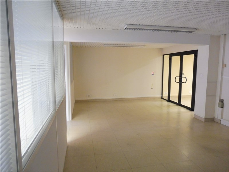 Location local commercial La roche sur yon 2 750€ HT/HC - Photo 4