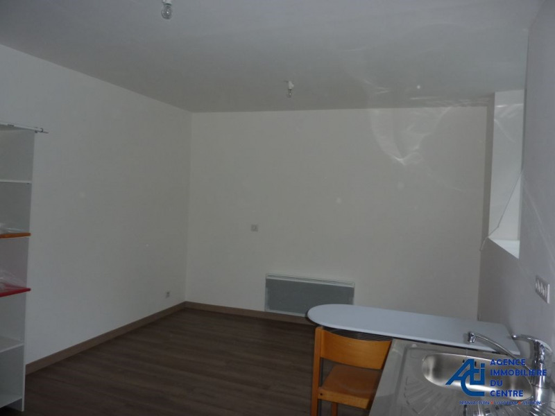 Location appartement Mur de bretagne 268€ CC - Photo 1