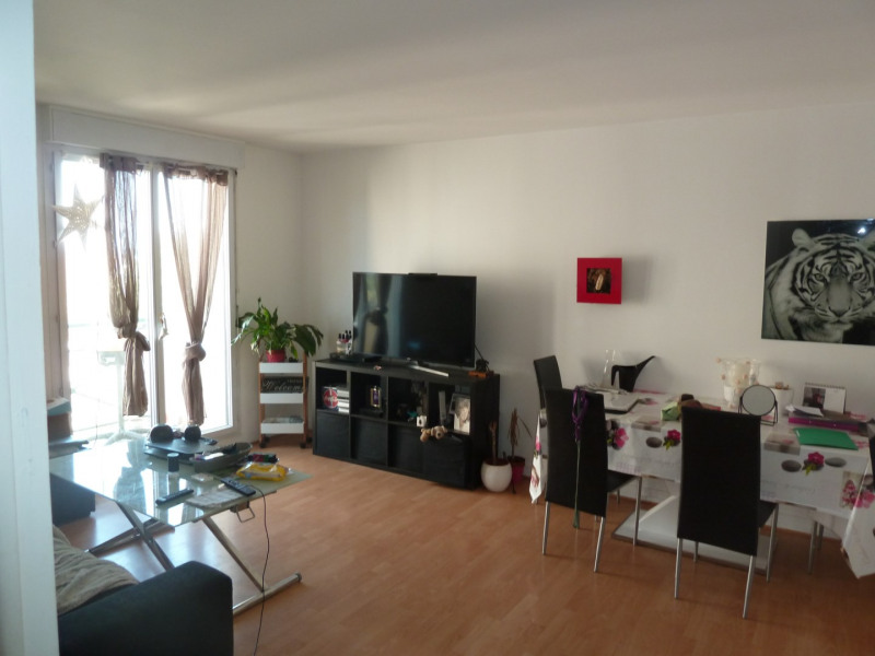 Rental apartment Poissy 830€ CC - Picture 2