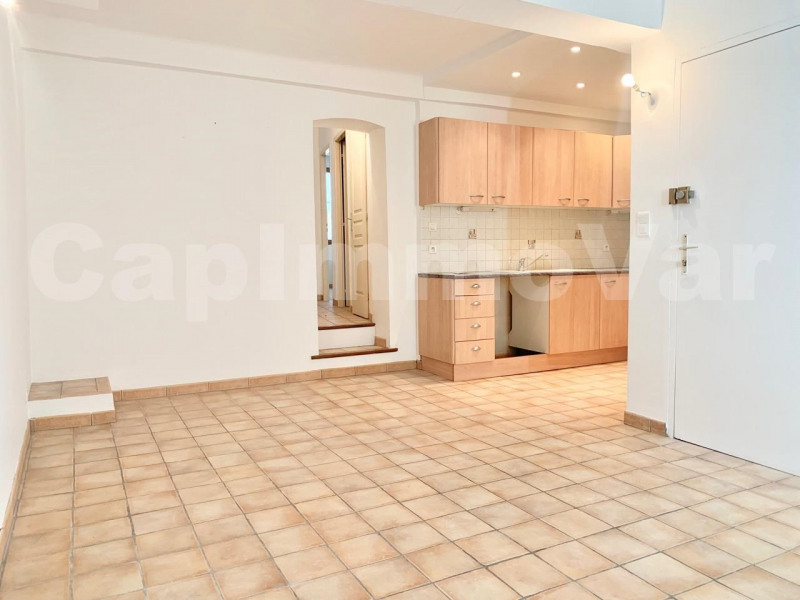 Location appartement Le beausset 650€ CC - Photo 1