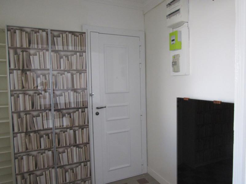 Rental apartment Paris 10ème 1169€ CC - Picture 4