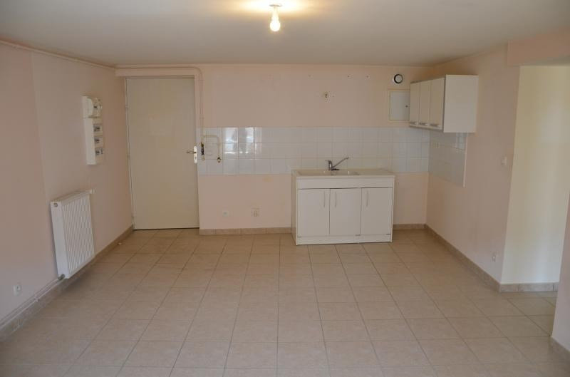 Location appartement Nantua 410€ CC - Photo 2