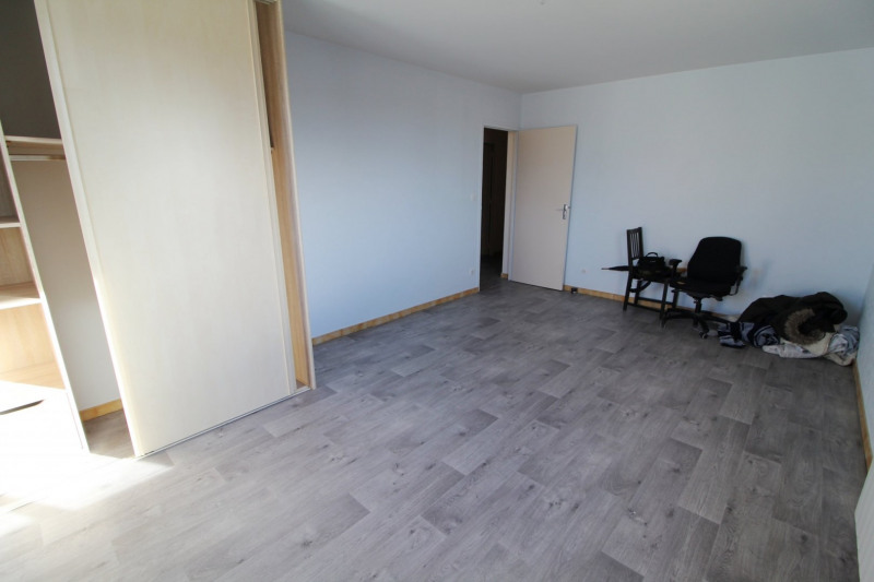 Rental apartment Maurepas 770€ CC - Picture 5