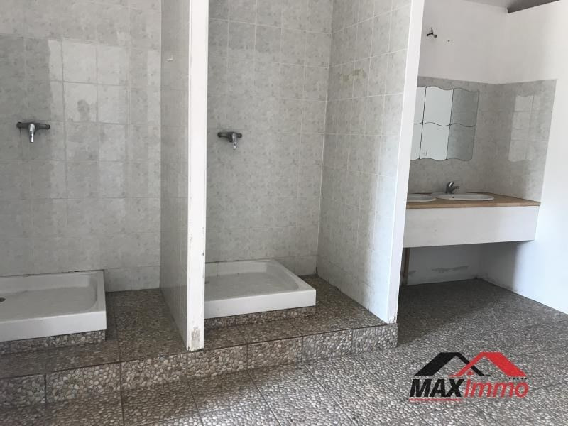 Location local commercial St pierre 3290€ HT/HC - Photo 2
