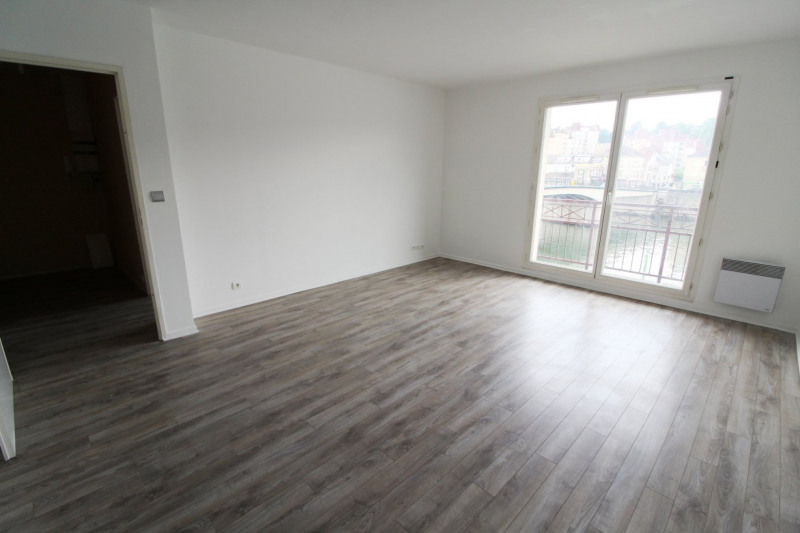Rental apartment Corbeil essonnes 725€ CC - Picture 1