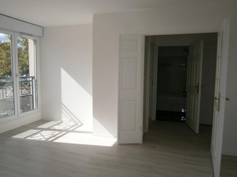 Rental apartment Voisins le bretonneux 662€ CC - Picture 2