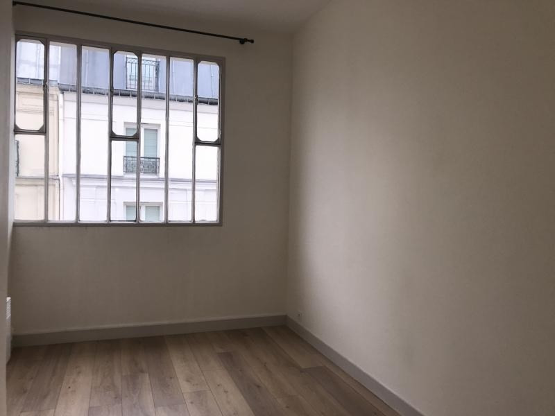 Location appartement Paris 10ème 1 625€ CC - Photo 2