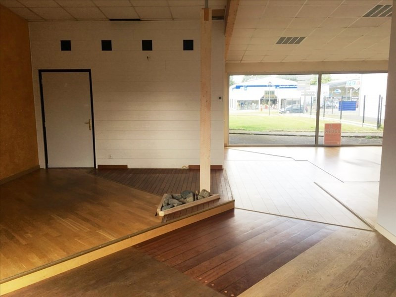 Location local commercial Fougeres 800€ HT/HC - Photo 4