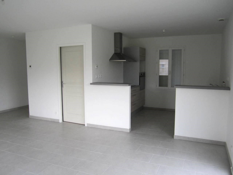 Rental house / villa Barbezieux-saint-hilaire 665€ CC - Picture 3