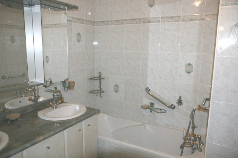 Sale apartment Gaillard 350 000€ - Picture 4