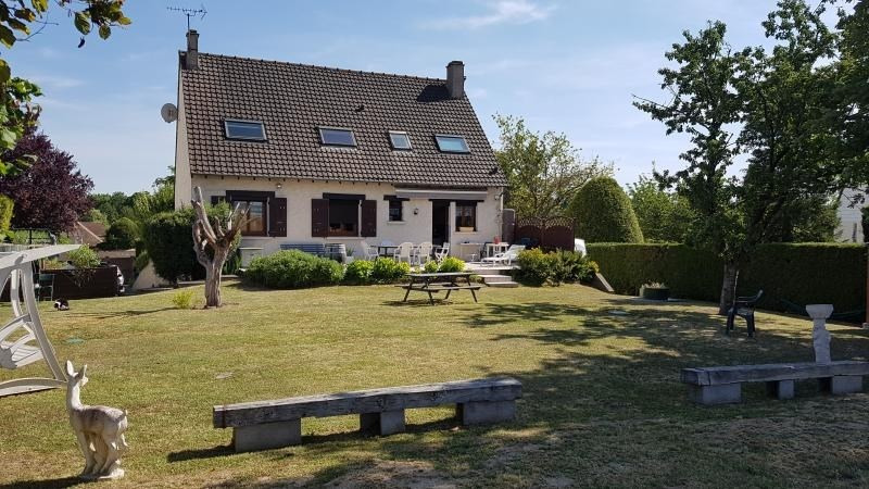 Sale house / villa Montfort l amaury 490000€ - Picture 1