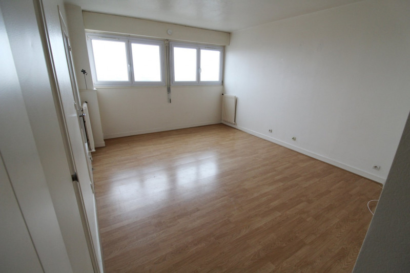 Rental apartment Maurepas 616€ CC - Picture 1