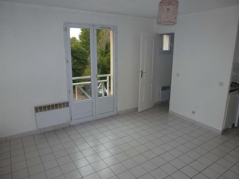 Rental apartment Coignieres 564€ CC - Picture 2