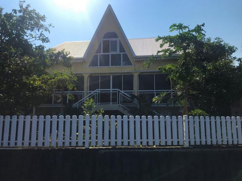 Sale house / villa Petite ile 378000€ - Picture 1