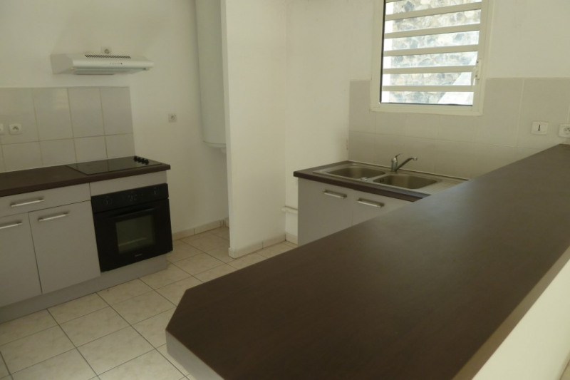 Location appartement Saint pierre 916€ CC - Photo 1