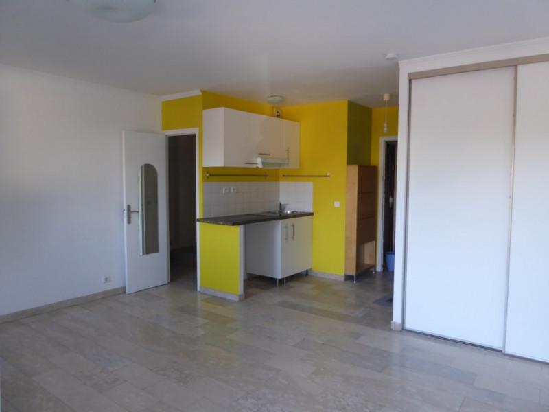Location appartement Sainte genevieve des bois 605€ CC - Photo 1