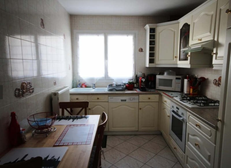 Location appartement Maurepas 910€ CC - Photo 2