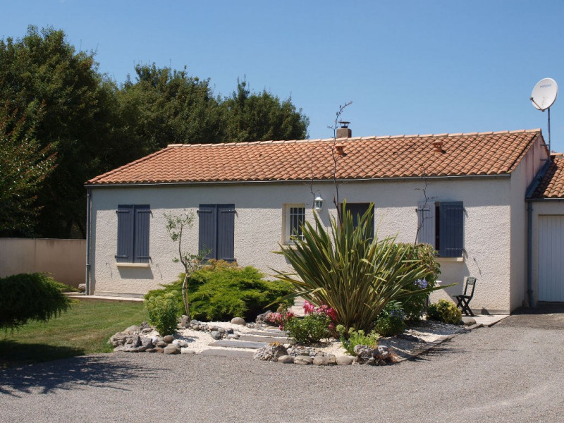 Sale house / villa Sainte soulle 266 000€ - Picture 1