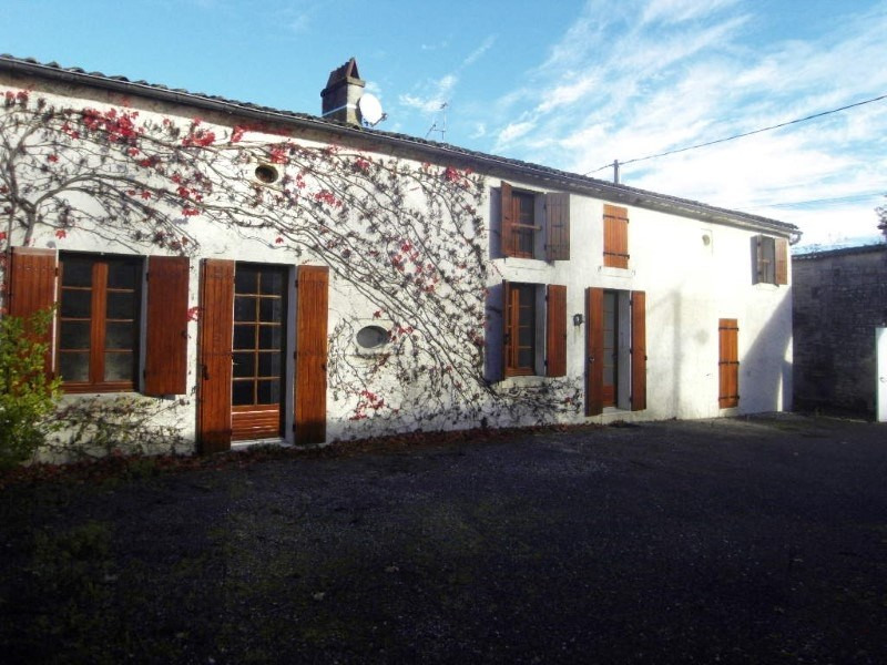Rental house / villa Bourg charente 879€ CC - Picture 2