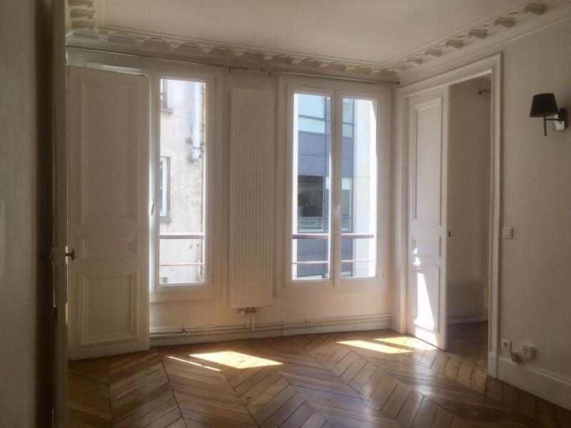 Rental apartment Paris 9ème 1850€ CC - Picture 1