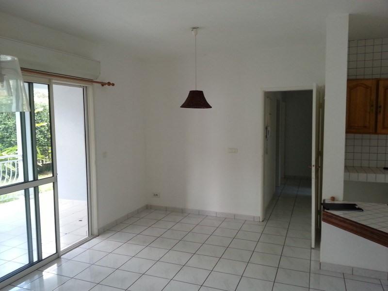 Location maison / villa Les trois mares 900€ +CH - Photo 4