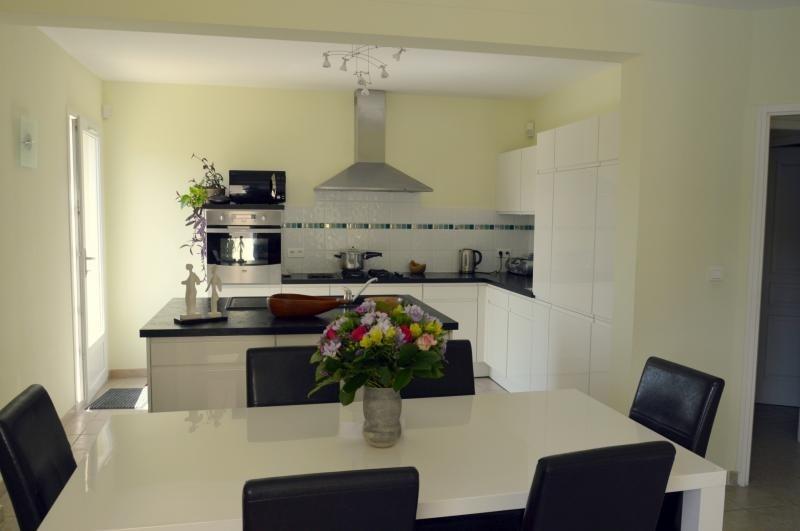 Deluxe sale house / villa Venasque 740000€ - Picture 3