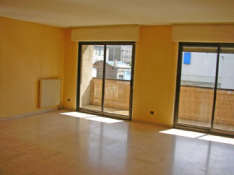 Location appartement Le puy en velay 573,79€ CC - Photo 2