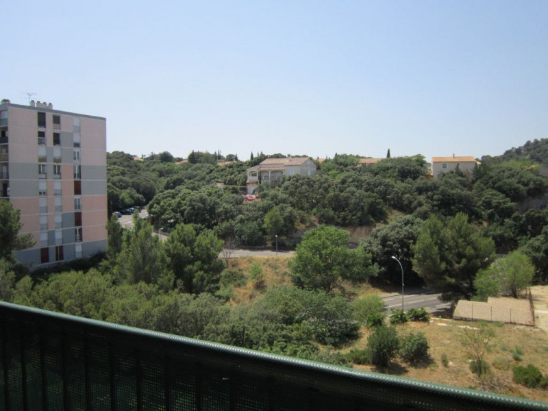 Rental apartment Villeneuve les avignon 570€ CC - Picture 1