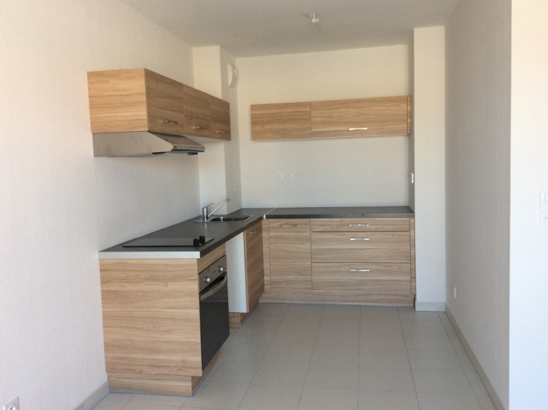 Rental apartment Roquebrune-sur-argens 695€ CC - Picture 1
