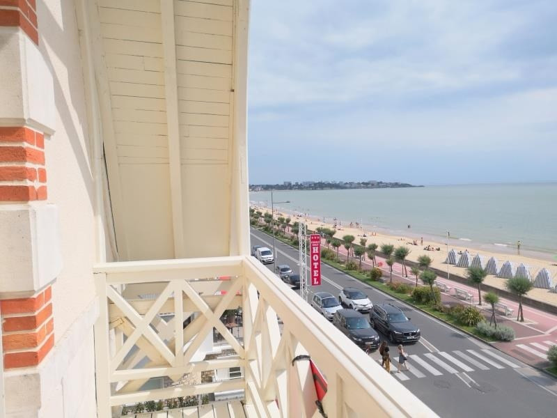 Deluxe sale apartment Royan 450 000€ - Picture 2
