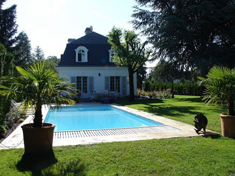 Property CONFLANS STE HONORINE - land of 820m²
