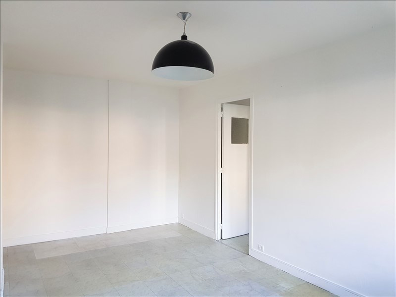 Rental apartment Clamart 840€ CC - Picture 2